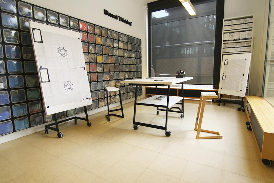 manual thinking workspace furniture 02