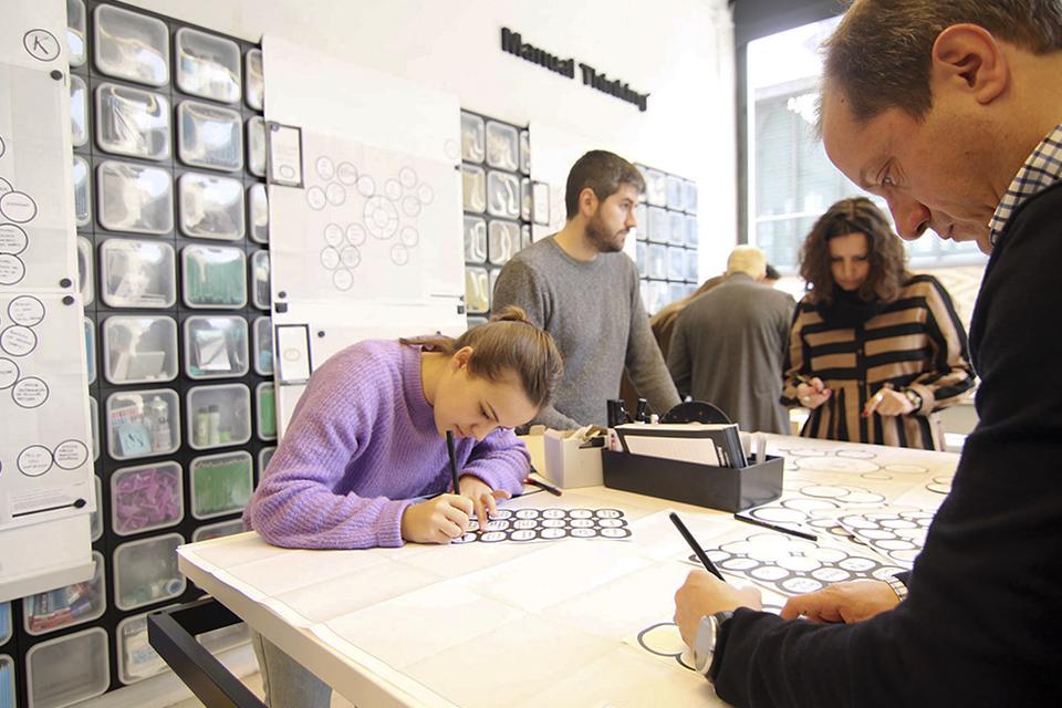 manual thinking workspace furniture 05