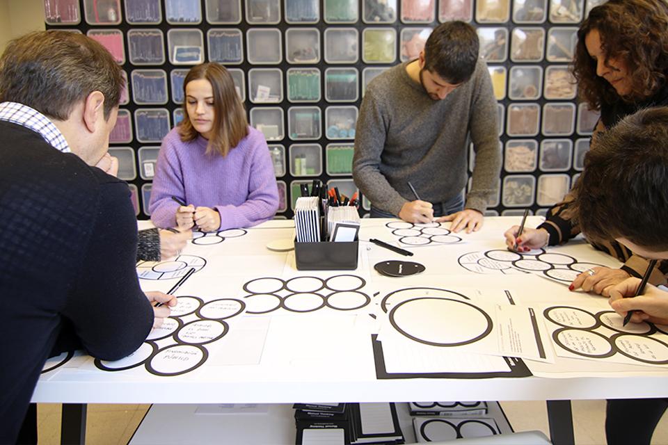 manual thinking workspace furniture 06