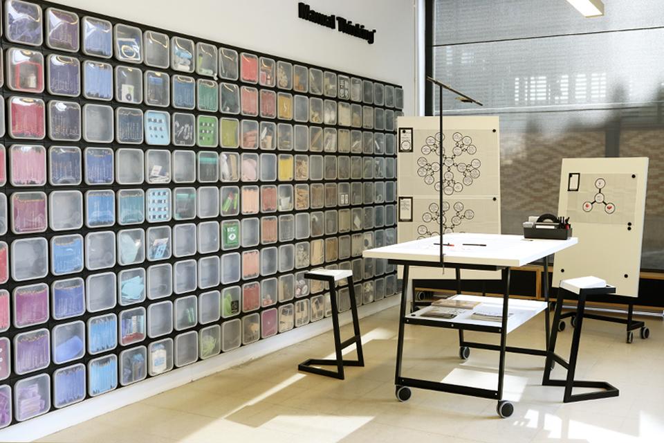 manual thinking workspace furniture 08